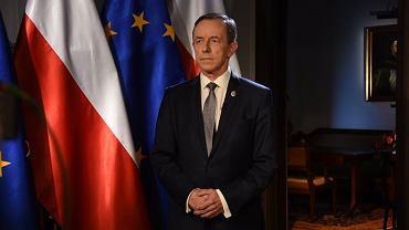 Marszałek Senatu Tomasz Grodzki podczas wygłaszania orędzia w TVP 1