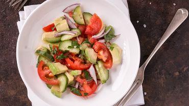 Sałatka z awokado to sałatka, do której można wykorzystać bardzo wiele różnych składników