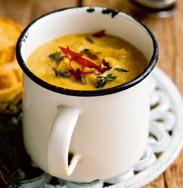 Zupa zwarzywami korzeniowymi isoczewicą