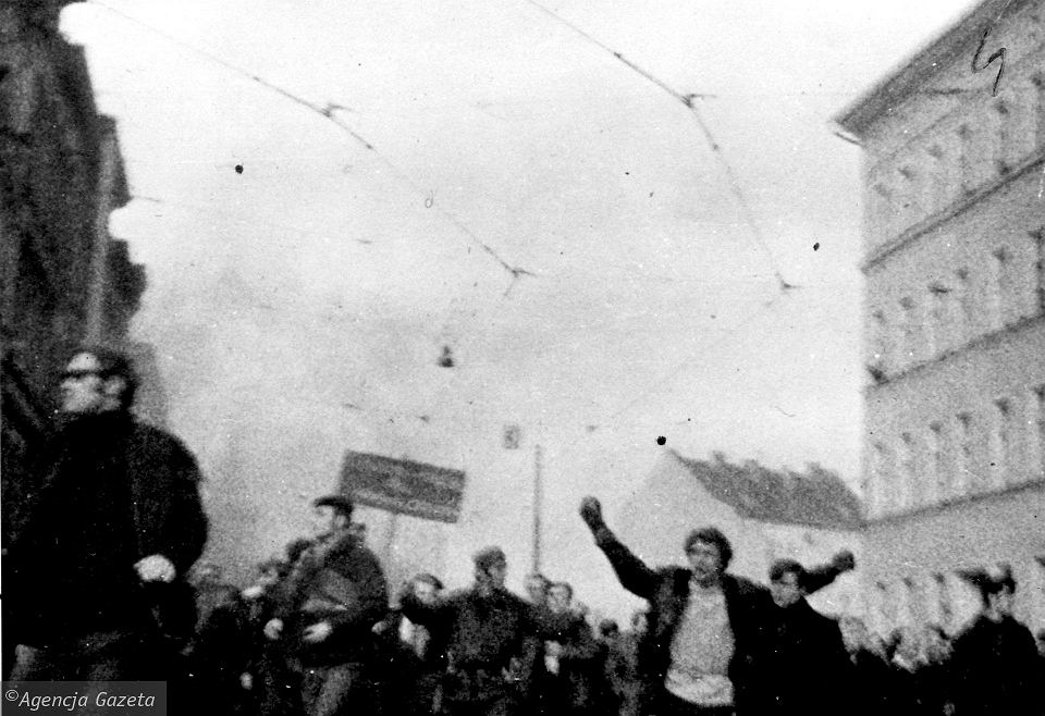 17 grudnia 1970 r. Manifestanci na ul. Dubois w Szczecinie