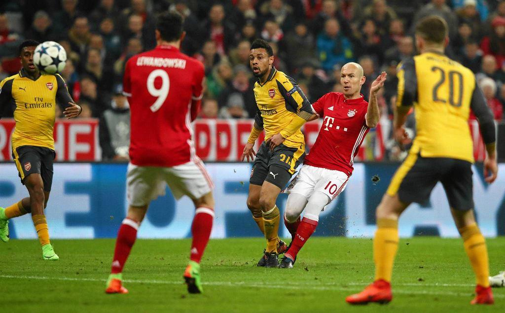 Arjen Robben strzela pierwszego gola dla Bayernu