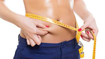 Chudniesz, ale nie możesz pozbyć się uporczywego tłuszczu z brzucha?