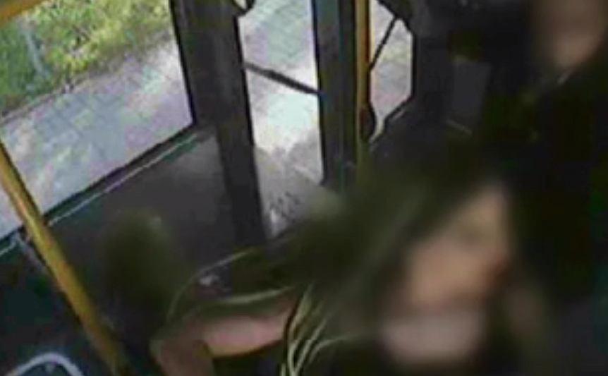 Nagranie z monitoringu miejskiego autobusu
