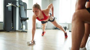 Trening siłowy najlepiej łączyć z aerobowym.