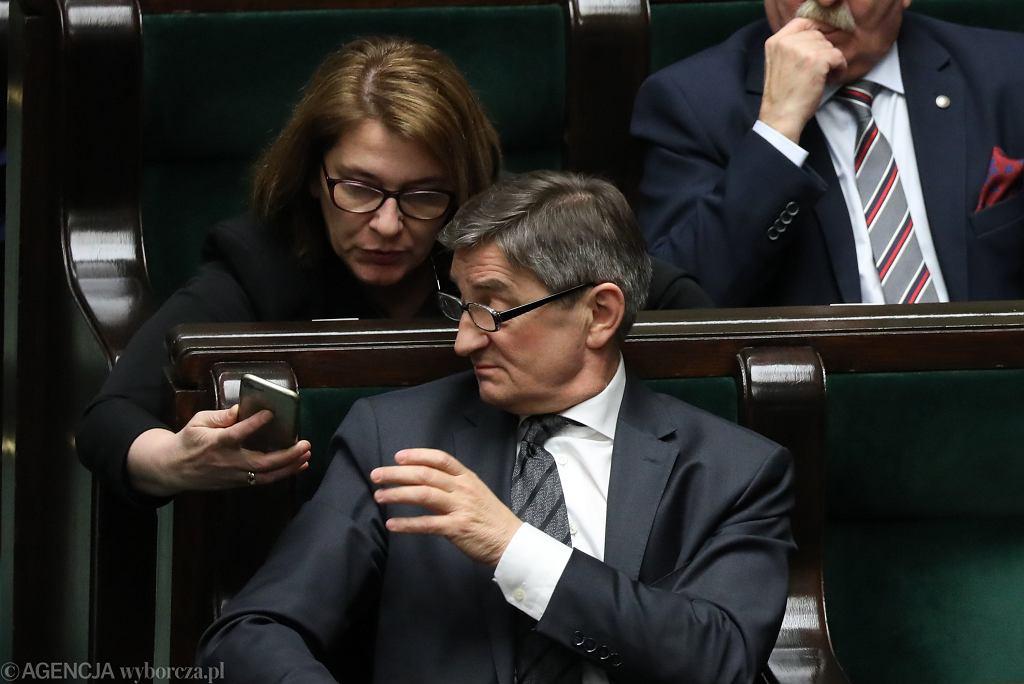 Marszałek Sejmu Marek Kuchciński, za nim rzeczniczka PiS Beata Mazurek