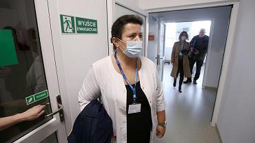 Dr Magda Wiśniewska podczas prezentacji szpitala tymczasowego przy szpitalu klinicznym PUM na Pomorzanach