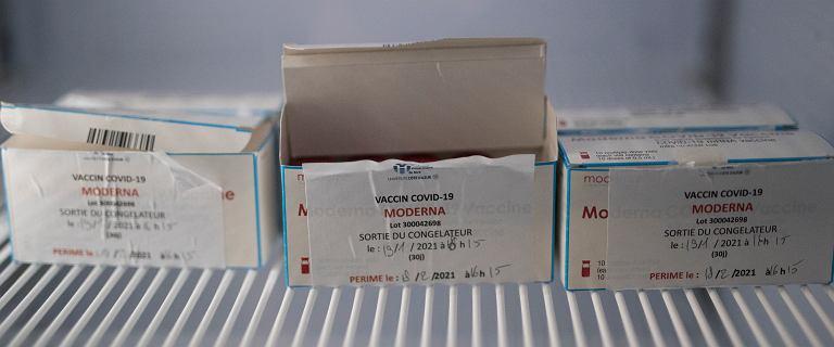 Sprzątacz odłączył zamrażarkę, zniszczono 2000 dawek szczepionki