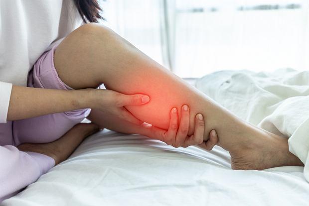Ból łydek: przyczyny, objawy, leczenie