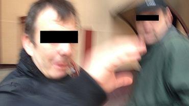 To ci mężczyźni według relacji posła Biedronia mieli go uderzyć i mu ubliżać