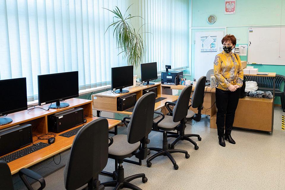 Komputery stacjonarne, laptopy i kamery internetowe trafiły do Szkoły Podstawowej nr 13