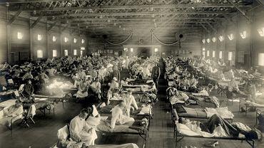 Prowizoryczny szpital w bazie wojskowej w Fort Riley w Kansas. Jedno z prawdopodobnych miejsc pojawienia się wirusa hiszpanki