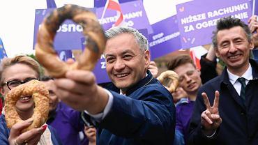 Wybory do europarlamentu 2019. Robert Biedroń przyjechał Wiosnobusem do Krakowa.