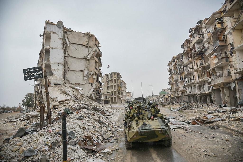 Rosjanie są oskarżani o zabicie nawet kilku tysięcy cywilów, głównie w nalotach przy użyciu prostych i niecelnych bomb podczas intensywnych walk w rejonie Aleppo