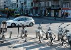 Autem i spacerem, raczej nie rowerem. Tak się przemieszczamy w trakcie pandemii