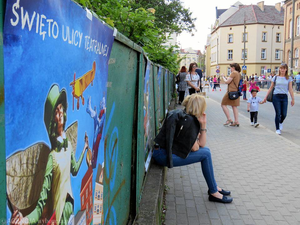 Zdjęcie numer 3 w galerii - Wielka zabawa na niezwykłej ulicy. Teatralna bawi się na całego [ZDJĘCIA]