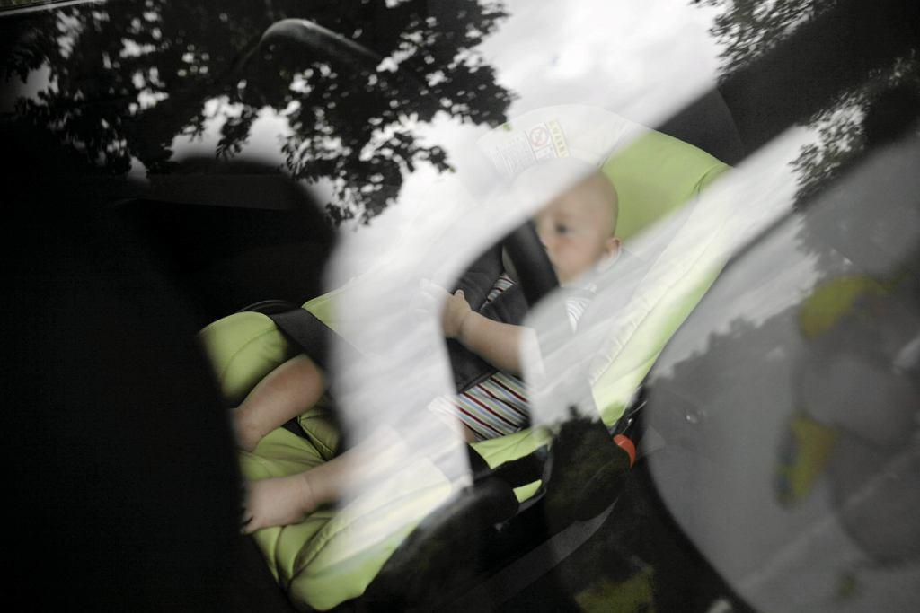 Dziecko w samochodzie [zdjęcie ilustracyjne]