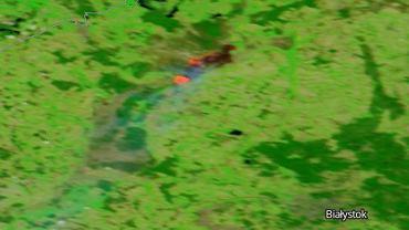 Pożar w Biebrzańskim Parku Narodowym na zdjęciu satelitarnym z 22 kwietnia
