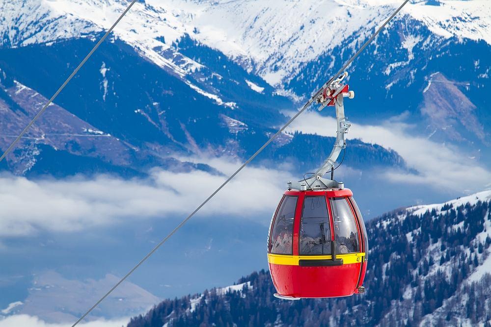 Austria Tyrol. Nowoczesna gondola