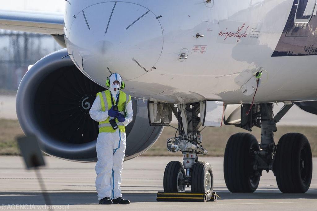 LOT przedłuża zawieszenie połączeń lotniczych
