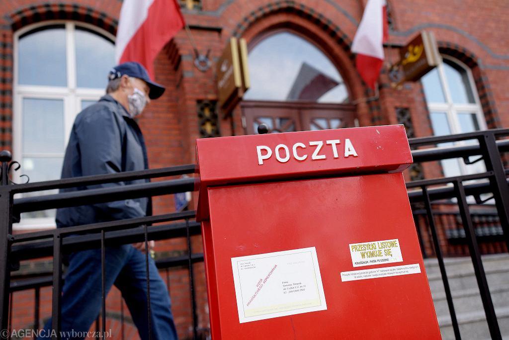 Pandemia koronawirusa. Placówka Poczty polskiej. Olsztyn, 28 kwietnia 2020