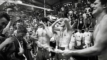 Nysa, 1994. Marek Kwieciński (z prawej) siatkarz częstochowskiego AZS, cieszy się po zdobyciu trzeciego w historii klubu tytułu Mistrza Polski. W środku Adam Kurek i Andrzej Szewiński, z lewej Andrzej Solski i Rafał Dymowski.