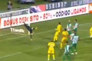 Joao Amaral zaskoczył polskiego bramkarza. Niesamowity gol z rzutu wolnego [WIDEO]