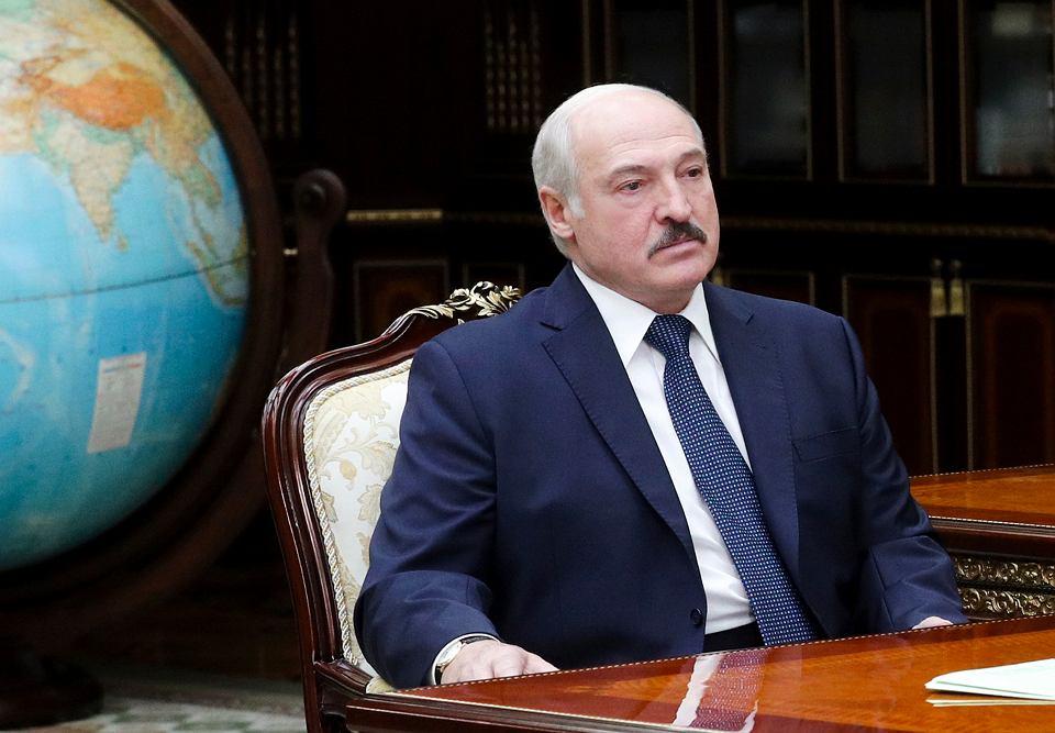 Alaksandr Łukaszenka, którego wielce optymistycznie nazywano dyktatorem Europy ostatnim, chyli się ku upadkowi.