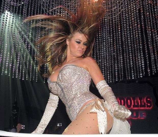 ( 1335931h )  Carmen Electra  Grand Opening of the Pussycat Dolls Burlesque Saloon at Planet Hollywood, Las Vegas, America - 04 Jun 2011  Carmen Electra walks the red carpet upon arriving for her performance at the grand opening of the Pussycat Dolls Burlesque Saloon at Planet Hollywood