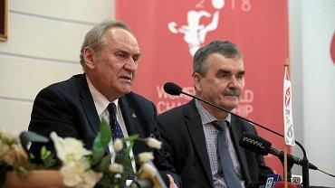 Andrzej Kraśnicki i Wojciech Lubawski podczas podpisania umowy o organizacji Mistrzostw Swiata kobiet do lat 18