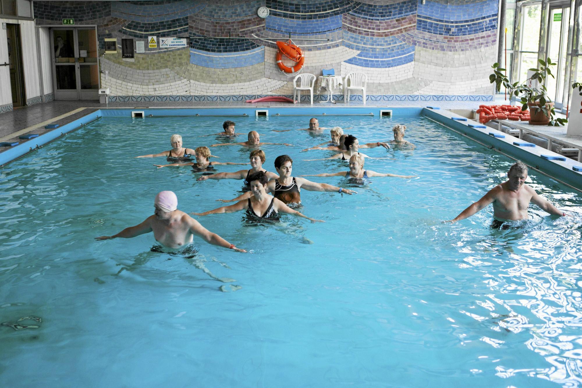 Zajęcia w basenie - aqua fitness (fot: Tomasz Fritz/ Agencja Gazeta)