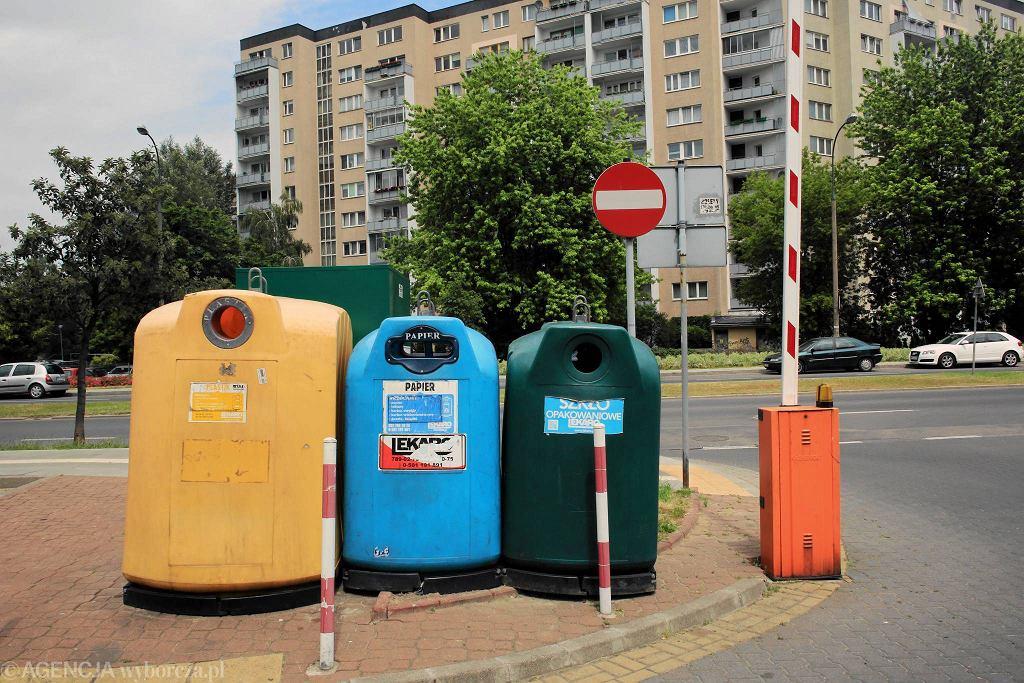 Pojemniki na śmieci w Warszawie