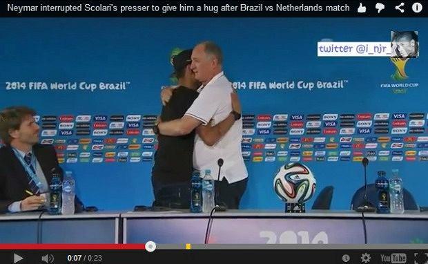 Neymar przerywa konferencje prasową by przytulić trenera