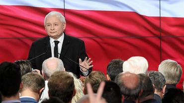 Wybory Samorządowe 2018 - wieczór wyborczy w kwaterze głównej PiS. Prezes Jarosław Kaczyński przemawa do członków swojej partii. Warszawa, 21 października 2018