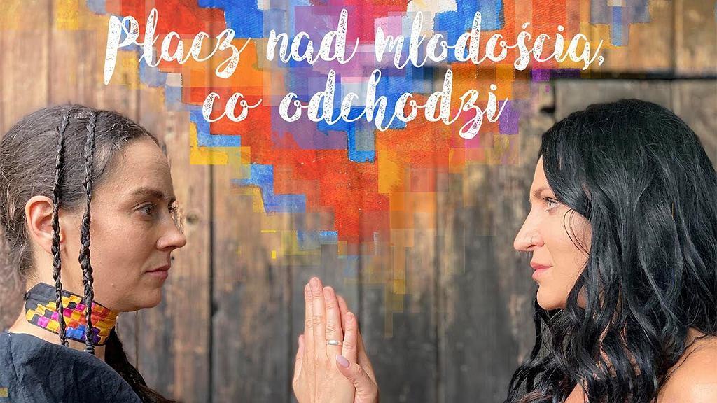 Karolina Cicha i Kayah - Płacz nad młodością, co odchodzi (Lyric Video)