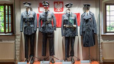 Wystawa mundurów w Muzeum Militariów w Arsenale Miejskim