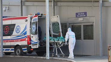 Pracownicy systemu opieki zdrowotnej w dobie pandemii koronawirusa (zdjęcie ilustracyjne)