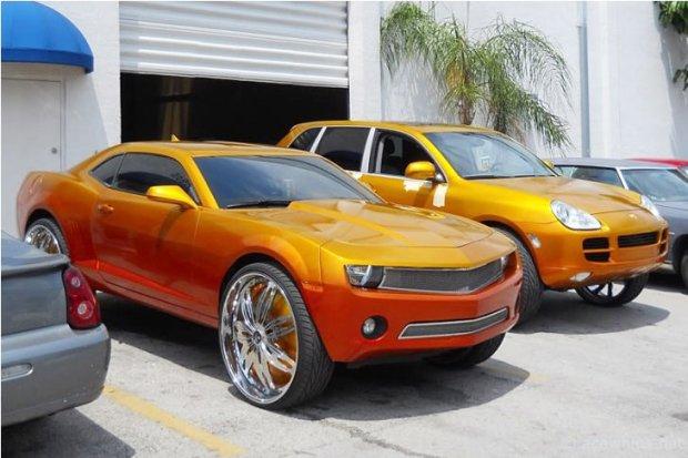 Camaro i Porsche Cayenne