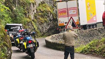 Ciężarówka zablokowała trasę Tour de France