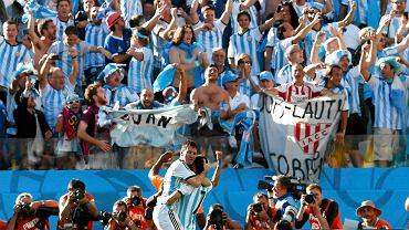 Angel di Maria i Lionel Messi cieszą się po akcji, która dała Argentynie awans do ćwierćfinału MŚ 2014