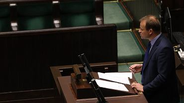 Poseł PiS Zbigniew Dolata przedstawia w Sejmie założenia projektu