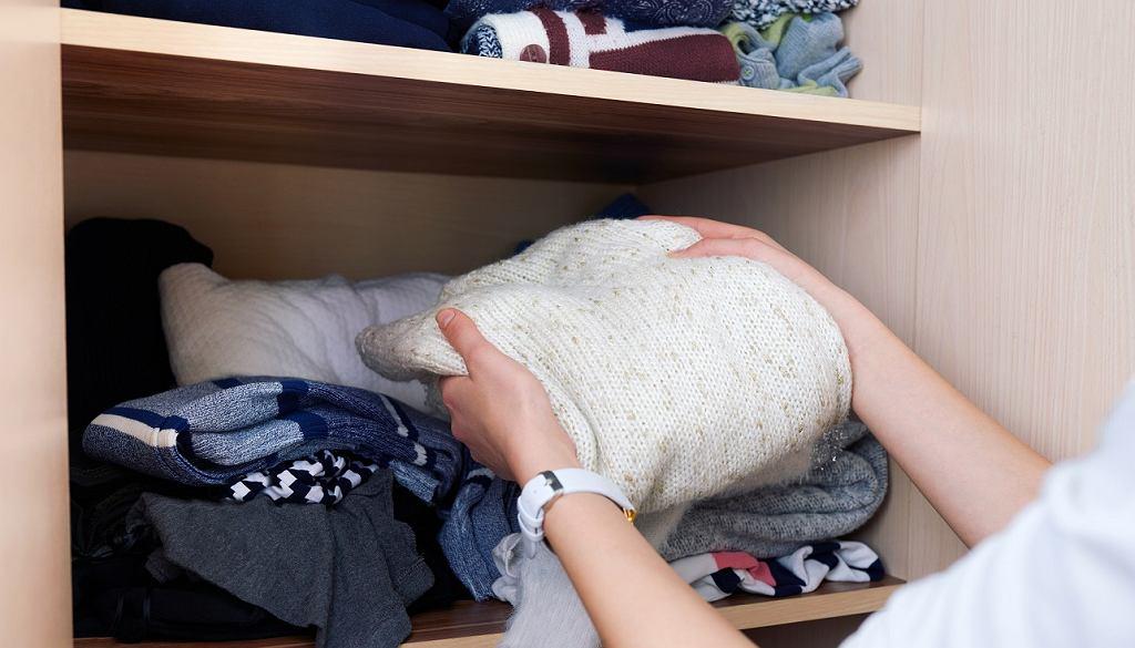 Włóż do szafy szkolną kredę. To fantastyczny trik, który już zawsze będziesz stosować