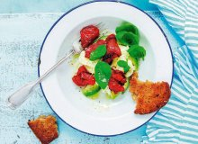 Sałatka z awokado i pieczonych pomidorów - ugotuj