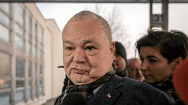 Prezes NBP Adam Glapiński w drodze na przesłuchanie w prokuraturze (ws. afery KNF). Katowice, 3 stycznia 2019