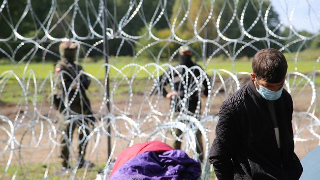 """""""Straż sąsiedzka łapie migrantów i przekazuje pogranicznikom"""". Kryzys humanitarny na Litwie"""