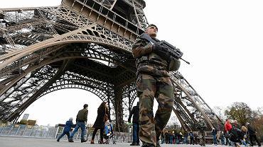 Zamach w Paryżu - wojsko patroluje ulice, służby specjalne aresztują wszystkich podejrzanych o terroryzm