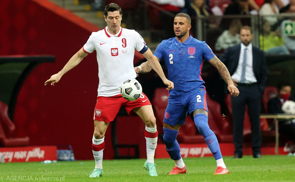 Robert Lewandowski w akcji podczas meczu Polska - Anglia