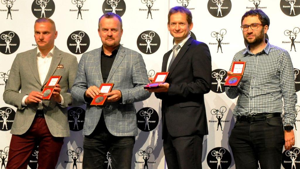 Rafał Siciński, Arkadiusz Chęciński, Jarosław Piechaczek i Tomasz Herud podczas gali RowerPower w sosnowieckiej Muzie