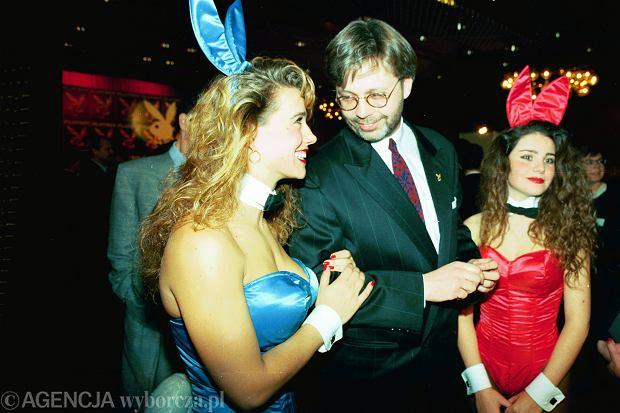 Tomasz Raczek z króliczkami 'Playboya'