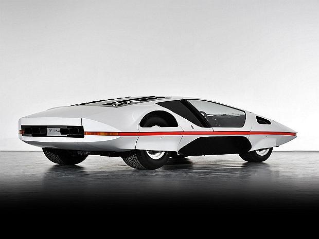 Do napędu użyto silnika V12 o pojemności 5,0 litra i mocy 550 KM.