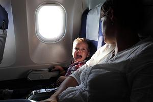 Pasażerka wyproszona z samolotu. Nie podobało jej się, że siedzi obok trzyletniego dziecka